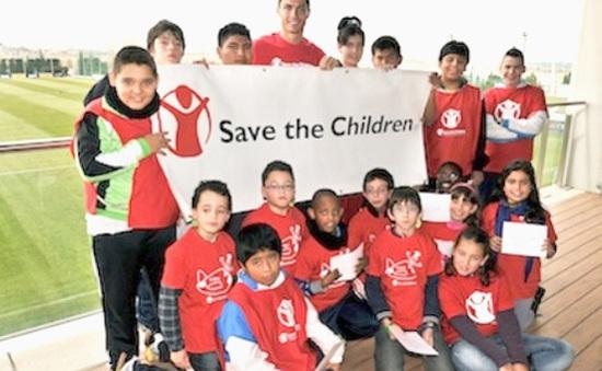 Ronaldo nhận sứ mệnh cứu giúp trẻ em