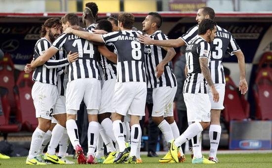 VIDEO: Juve hạ sát Livorno, chiếm ngôi đầu bảng của AS Roma