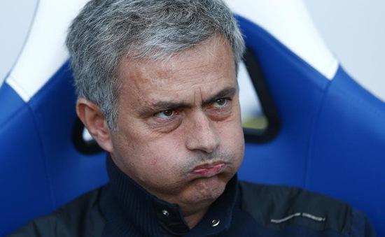 Thua cay đắng Crystal, Mourinho tự loại Chelsea khỏi cuộc đua vô địch