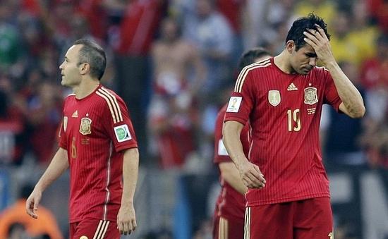 """Chùm ảnh: """"Bò tót"""" gục ngã khi World Cup mới chỉ bắt đầu"""