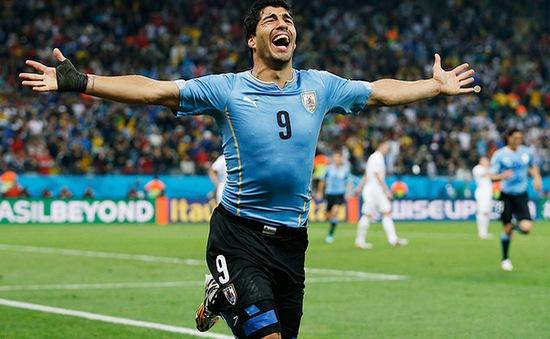 Chùm ảnh: Suarez một mình đánh bại người Anh