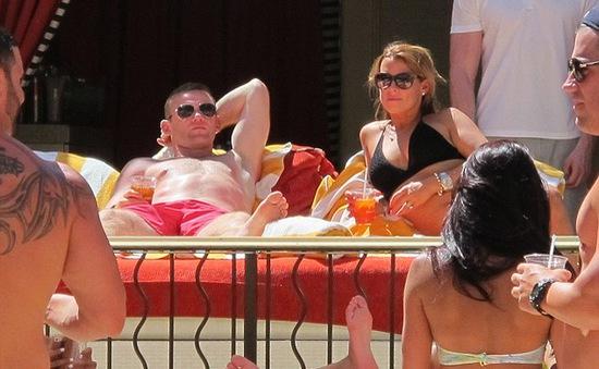 Bỏ World Cup, Rooney và vợ tận hưởng kỳ nghỉ ở Las Vegas