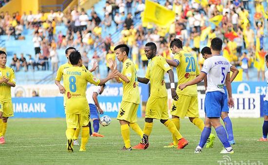 Vòng 22 V-League: Samson lập hat-trick, Hà Nội T&T bám sát B.Bình Dương
