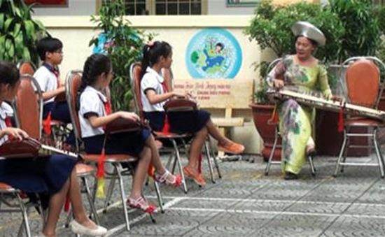 """""""Cung đàn đất nước"""" - Đưa âm nhạc dân tộc tới trường học."""
