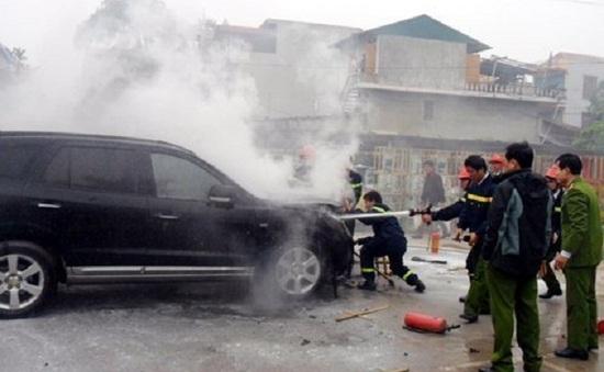 Hà Nam: Đốt rơm, cháy ô tô