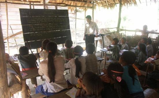 Những người thầy giáo đeo quân hàm xanh...