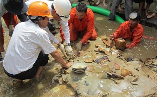 Tàu đắm ở Quảng Ngãi: Phát lộ những cổ vật đầu tiên