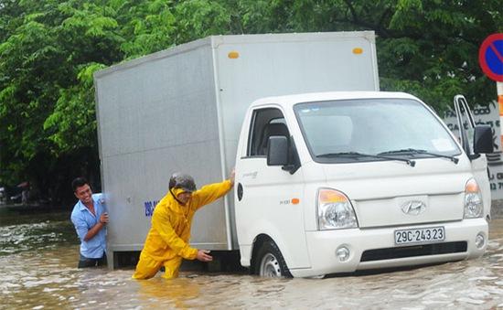 Hà Nội ngập nặng do mưa bão