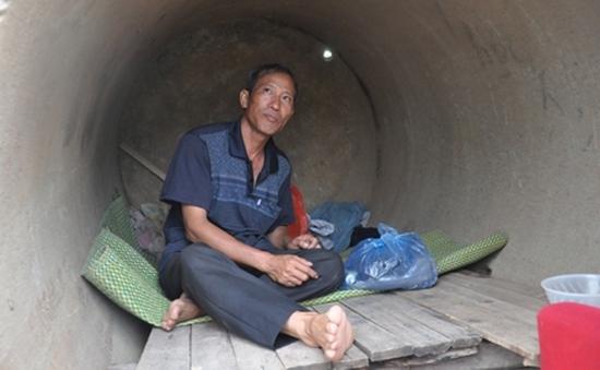 Bố thủ khoa ĐH Y sống ở cống hoang kiếm tiền nuôi con