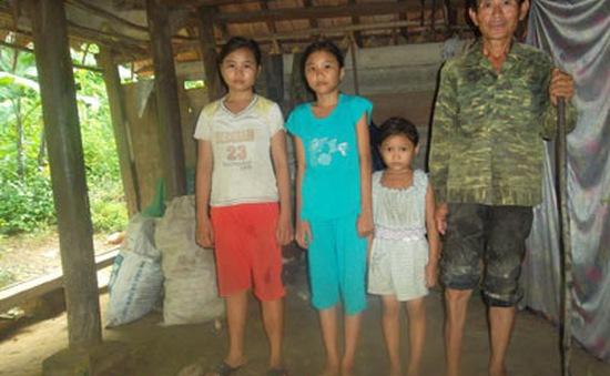 Người bố tàn tật và ba đứa trẻ trong ngôi nhà xiêu vẹo