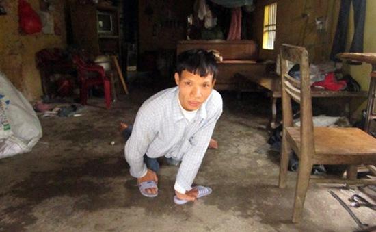 Chồng bại liệt nuôi vợ thần kinh và hai con nhỏ