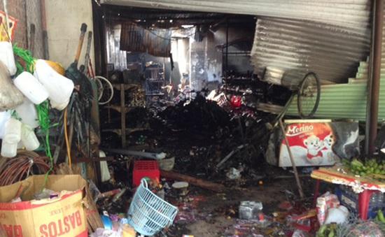 Cháy lớn tiệm tạp hóa, 4 người tử vong