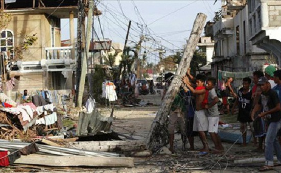 Người dân Philippines gồng mình tái thiết cuộc sống sau bão