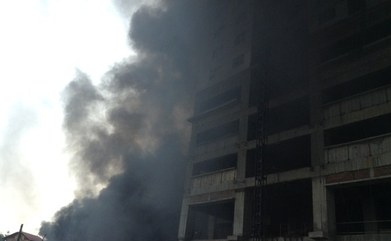 Chùm ảnh: Cháy lớn tại khu vực Hà Đông, khói cuộn kín trời