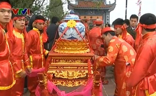 """Khôi phục lễ """"rước nước, tế cá"""" tại đền Trần, Nam Định"""