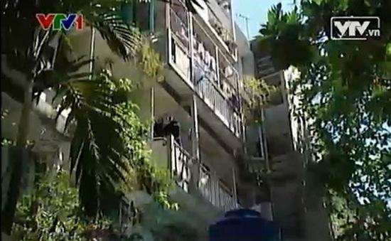 """Chung cư Thanh Đa xuống cấp: Nguy hiểm """"chờ chực""""!"""