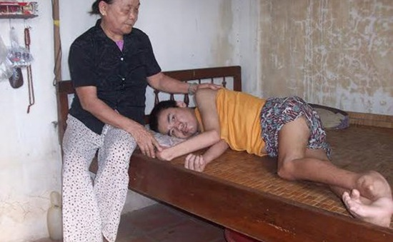 Đắng lòng cảnh mẹ nuôi hai con bị bệnh hiểm nghèo