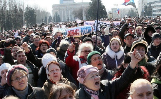 Hàng nghìn người tập trung tại Crimea ủng hộ trưng cầu dân ý