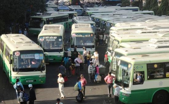 """Giải pháp nào cho """"hung thần"""" xe bus?"""