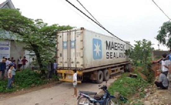 Xe container đâm xe máy, 2 người tử vong tại chỗ