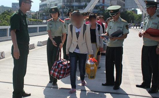 BĐBP Lào Cai nhận bàn giao 15 nạn nhân bị bán sang Trung Quốc