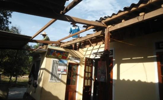 Hà Tĩnh: Lốc xoáy làm hàng trăm ngôi nhà bị tốc mái