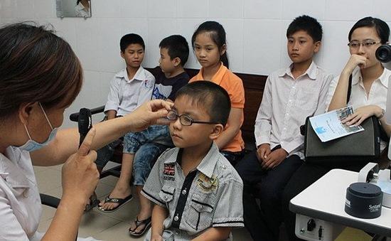 Báo động tình trạng có tới 30% học sinh bị tật khúc xạ