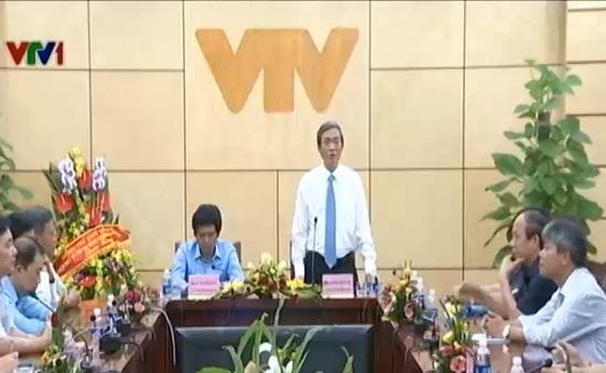 Đồng chí Đinh Thế Huynh thăm Đài THVN nhân ngày Báo chí Cách mạng Việt Nam