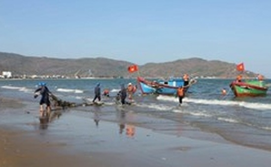 Sóng to, một khách du lịch tử vong khi tắm biển ở Cô Tô