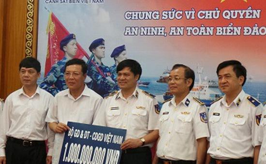 Bộ trưởng Bộ GD-ĐT trao 1 tỷ đồng đến Cảnh sát Biển Việt Nam