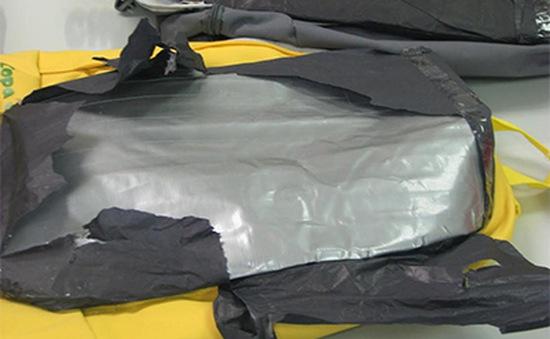 Bắt giữ đối tượng vận chuyển gần 4kg cocain qua sân bay