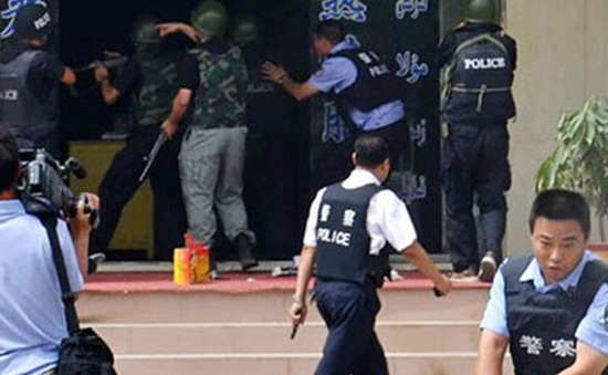 Trung Quốc: 18 nghi phạm trong vụ tấn công khủng bố ở Tân Cương ra đầu thú