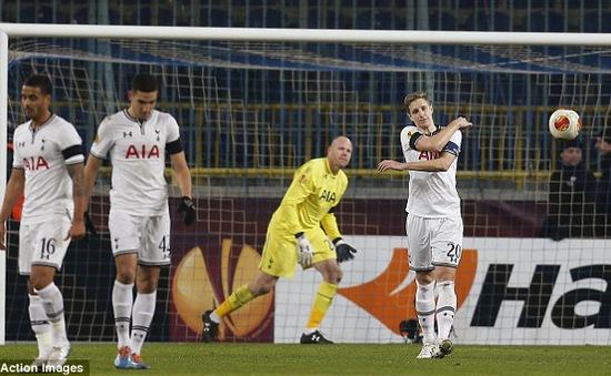 Europa League 21/2: Khách át chủ