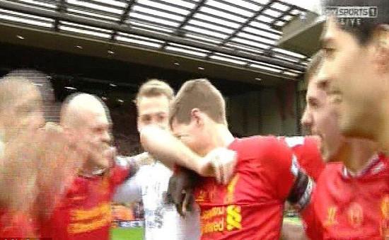 Gerrard khóc trong ngày vinh quang của Liverpool ở Anfield