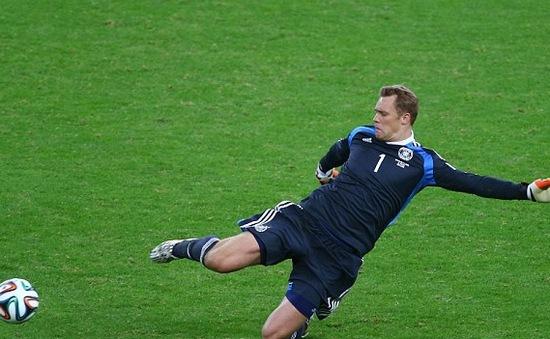 Thủ môn Neuer được ví như hậu vệ quét lừng danh nước Đức