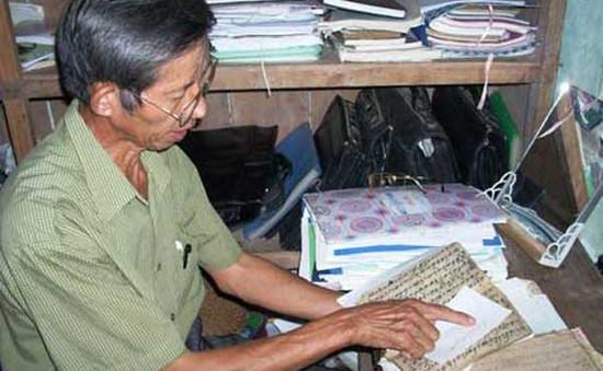 Người đi tìm hình hài chữ Thái cổ