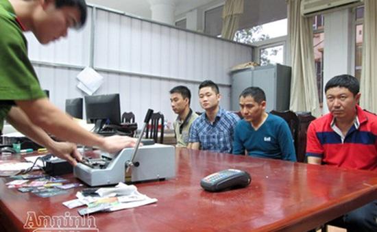 Bắt nhóm đối tượng người Trung Quốc sản xuất thẻ tín dụng giả