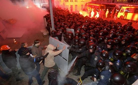 """Ukraine đang chờ đợi """"tín hiệu mạnh mẽ"""" từ phía Nga"""