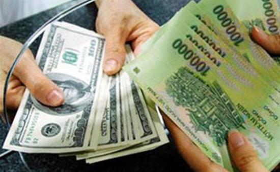 Nên gửi tiền VND hay USD?