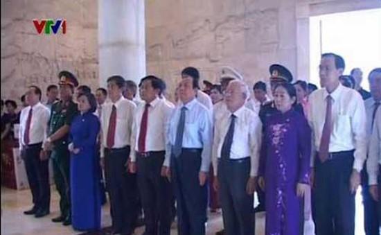 Dâng hương tưởng niệm Chủ tịch Hồ Chí Minh tại Cao Bằng