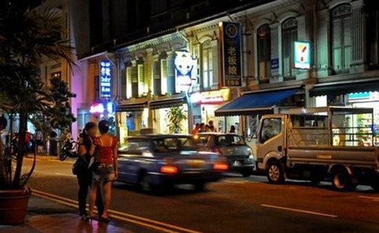 """Đột nhập phố """"khoái lạc"""" của người Việt ở Singapore"""