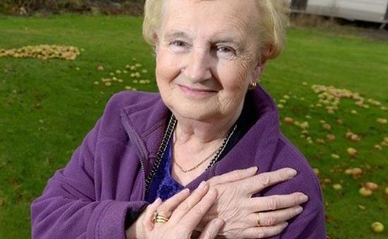 Tìm thấy nhẫn cưới sau 42 năm thất lạc