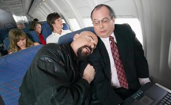 Các hành xử trên máy bay khiến nhiều người khó chịu