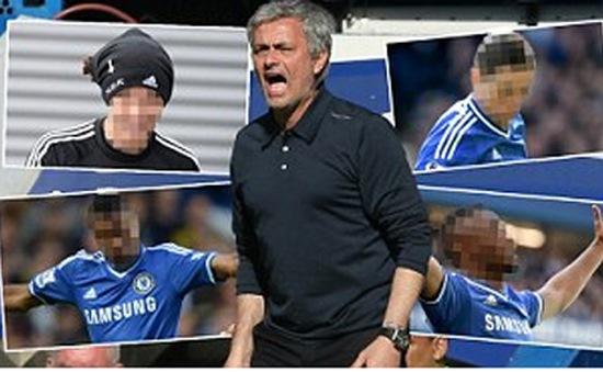 """Nguy cơ mất chức vô địch, Mourinho tính """"thay máu"""" The Blues"""