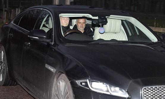 Chính thức: HLV Mourinho bị Manchester United sa thải