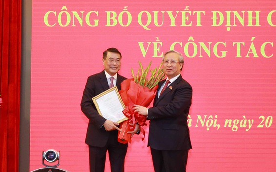 Trao quyết định cho ông Lê Minh Hưng giữ chức Chánh Văn phòng Trung ương Đảng
