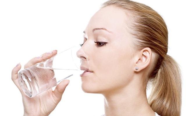 Sai lầm khi uống nước làm tăng nguy cơ sỏi thận