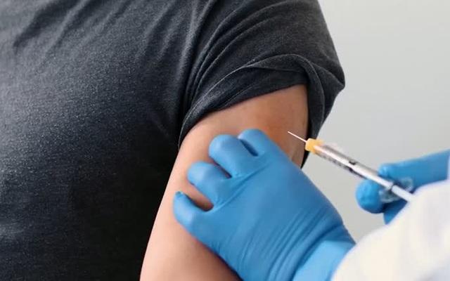 Mỹ có thể đạt miễn dịch cộng đồng vào mùa hè này nhờ tiêm vaccine