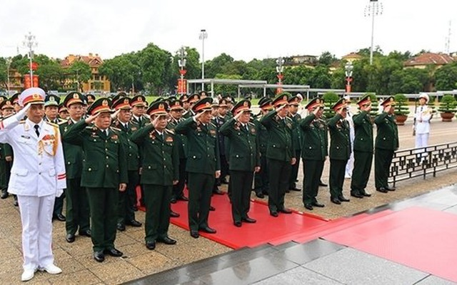 Delegates of the Party Congress of the Vietnam People's Army pay tribute to President Ho Chi Minh