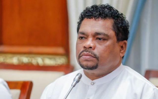 Bộ trưởng Sri Lanka vẫn mắc COVID-19 sau khi uống 'nước thần'